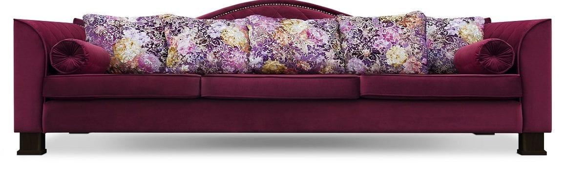 een royale bank met veel kleurrijke kussens van designers guild#royale bank#designers guild kussens#zambelli#dutch seating company#made in holland