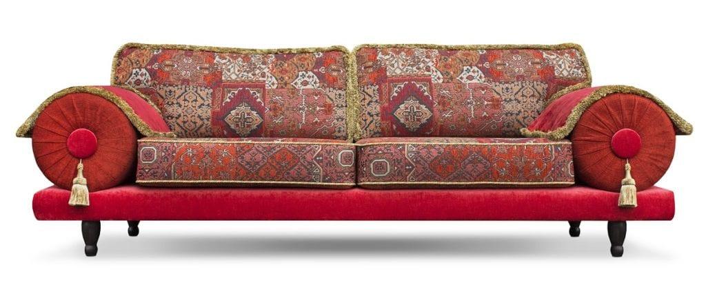 de oosterse bank casablanca met een rijke en warmrode stof combinatie#oosterse bank#casablanca bank#weelderige sto#rode oosterse stof