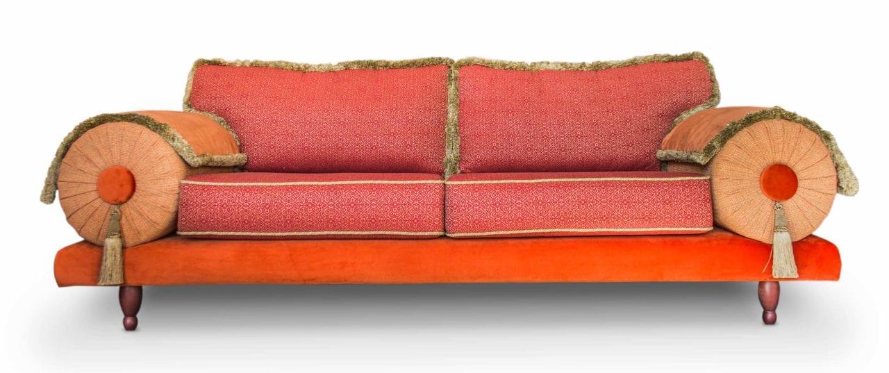 de oosterse en kleurrijke bank casablanca in een saffraan rode uitvoering met warme terra tinten#oosterse bank#kleurrijk#casablanca#warme kleuren#dutch seating company#made in holland#handgemaakt