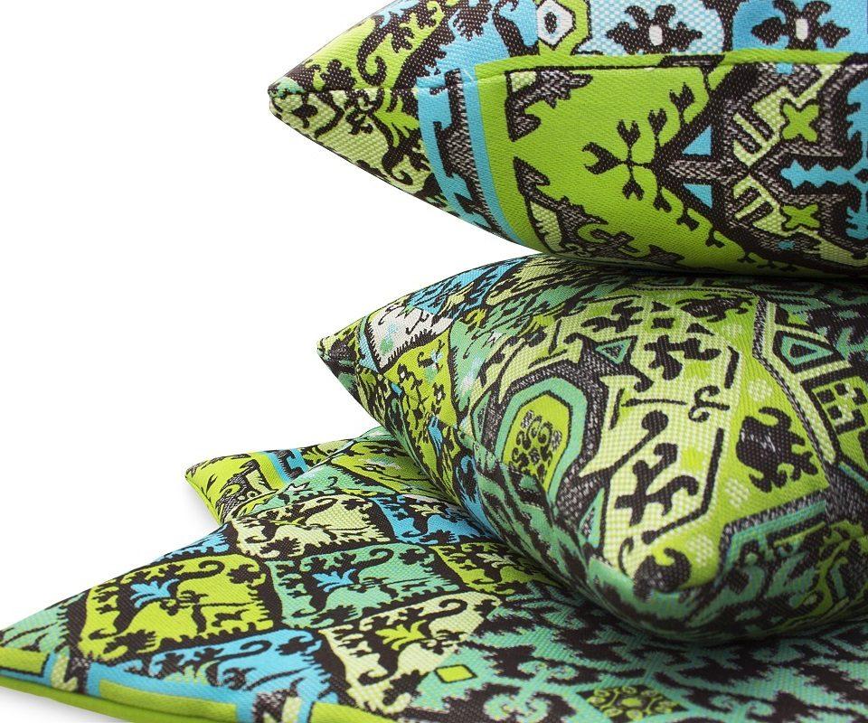 kleurrijke kussens met oersterke buiten stoffen#oersterke stoffen#buiten stof#outdoor#outdoor bank