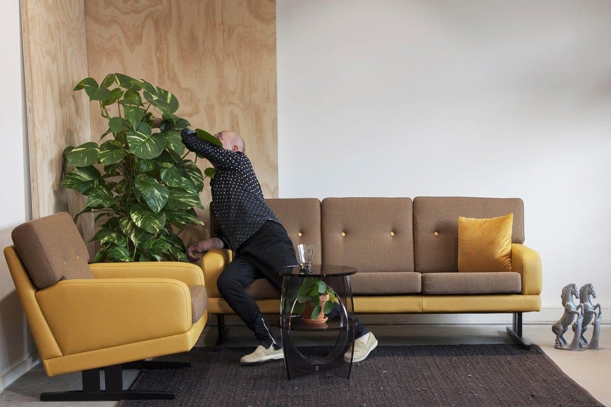 de new vintage bank dyker 70 in een echte 70-er jaren combi van stoffen e nkunstleer#70-er jaren bank#70-er jaren combi#70-er jaren#70-er jaren kleuren#dyker 70#dutch seating company#made in holland#new vintage#vintage