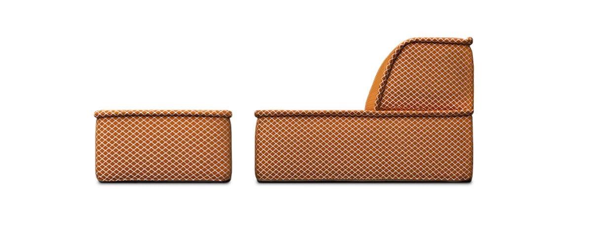 een lounge fauteuil, buitenfauteuil en pouf in kleurrijke stoffen, met elkaar een daybed#daybed#buitenfauteuil#zitelement#kleurrijke pouf#made in holland