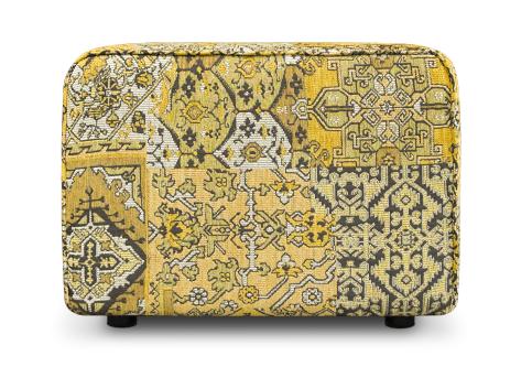 een oosterse poef met een rijk gecoreerde en kleurrijke stof#oosterse poef#oosters zitelement#dyker poef#dutch seating company