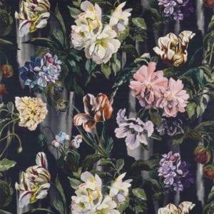 schilderachtige bloemen op een zwarte achtergrand ofwel de nieuwste stof van designers guild aw2017#tulipa#designers guild#aw2017#nieuwste collectie van designers guild