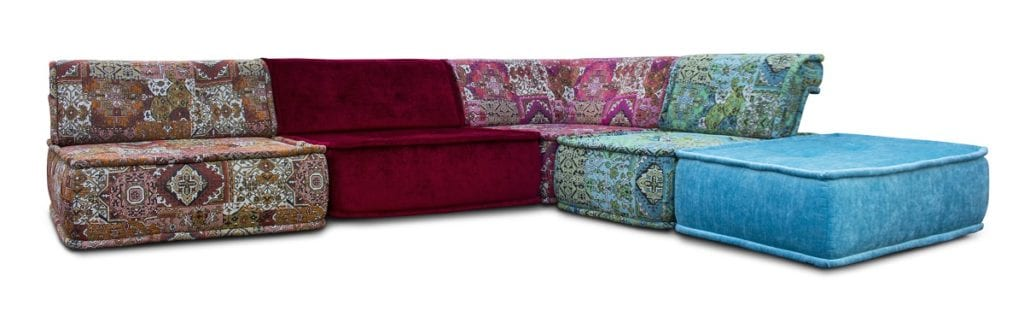 de casablanca bank in een mix van oosters-achtige stoffen en de luxeuze velours Zaragoza van Designers Guild#oosters-achtige stoffen#luxeuze velours#fabrics Zaragoza#designers guild#dutch seating company