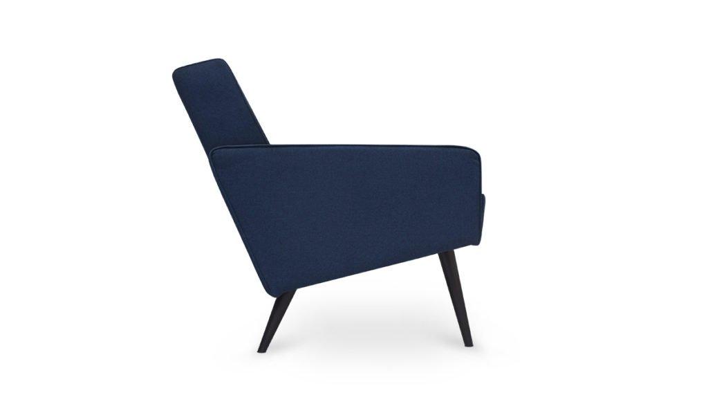 nieuwe vintage fauteuil met blauwe uni stof. Nu uit voorraad leverbaar#vintage# fauteuil# blauw# new vintage#madeinholland