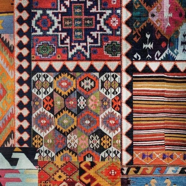 Extravagante, kleurrijke stof die doet denken aan een Turkse Kelim