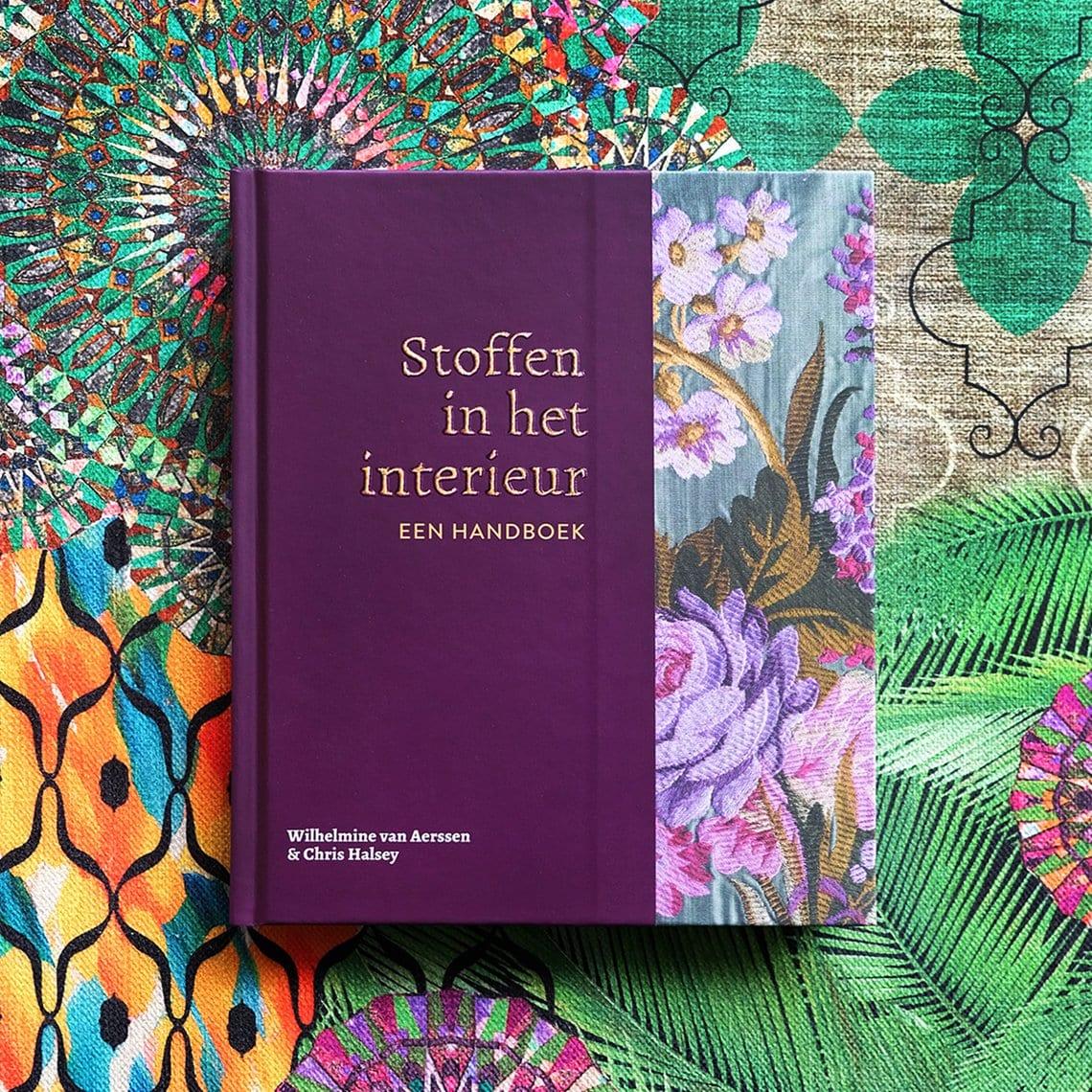 Boek geschreven door Wilhelmine van Aerssen, Stoffen in het interieur