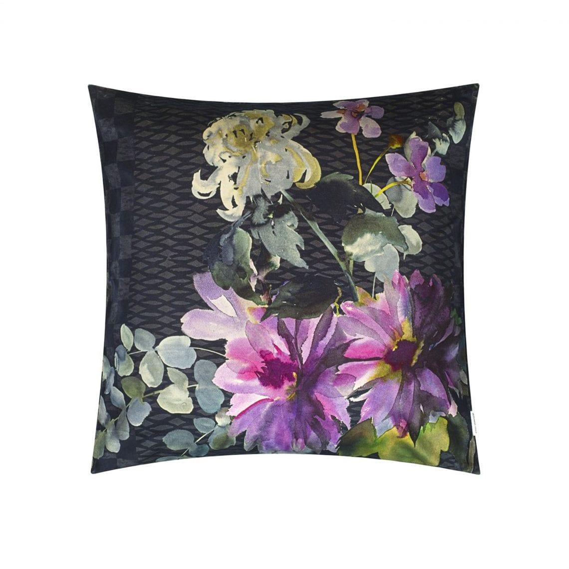 Krachtig bloemenkussen, Shalimar garden van Designers Guild