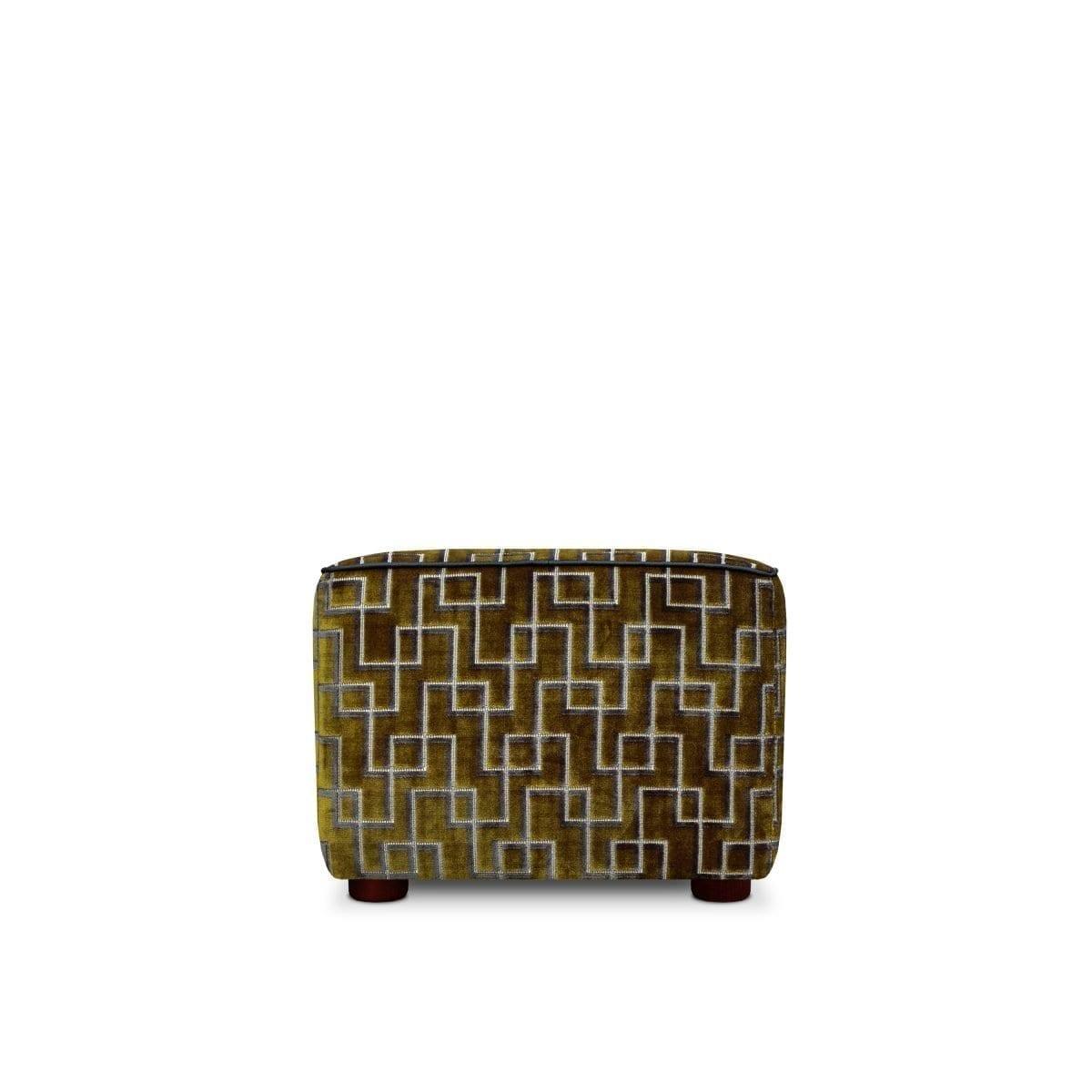 De geometrische pouf Rooker in de stof Jeanneret moss van Designers Guild