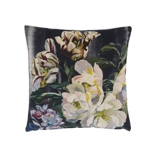 Weelderig donker bloemenkussen, Delft flower van Designers Guild