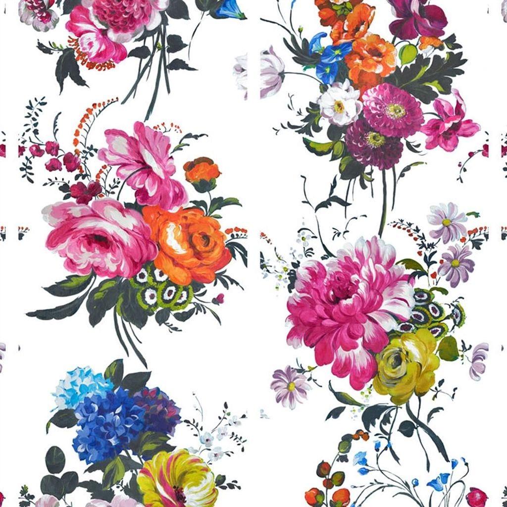 Amrapali is een behang met prachtige felle kleuren op een witte achtergrond, van Designers Guild.