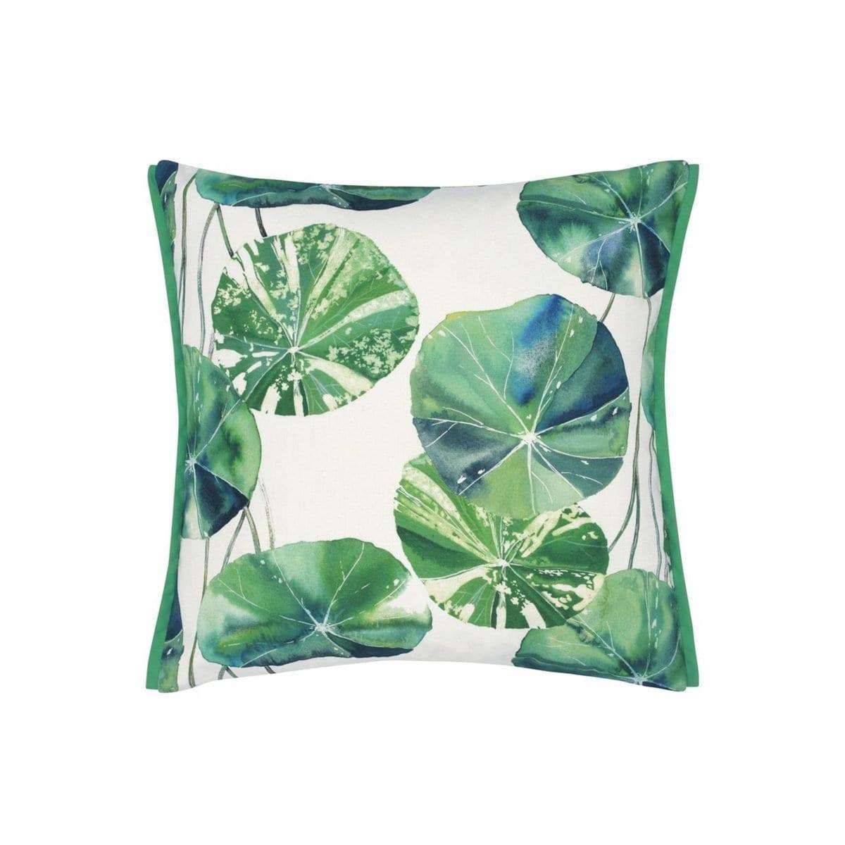 Prachtig buitenkussen met bladeren, Brahimi outdoor leaf van Designers Guild