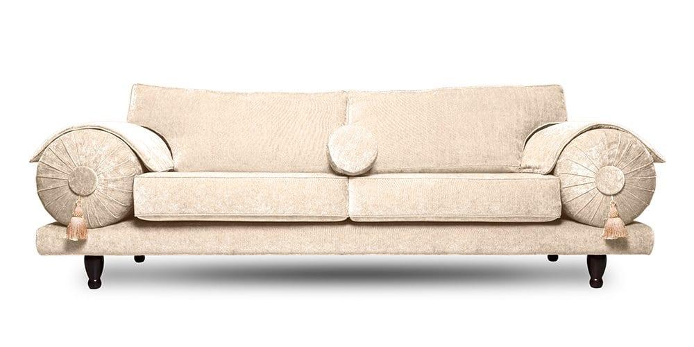 de oosterse casablanca bank met een witte velvet stof van designers guild
