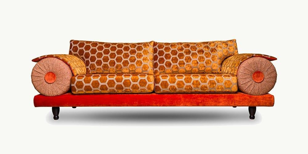 de kleurrijke bank casablanca met de stijlvolle velours manipur