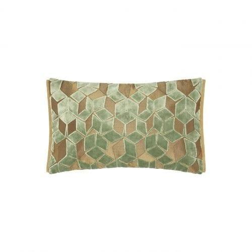 Een klein grafische kussentje in het okergeel, Fitzrovia jade van Designers Guild