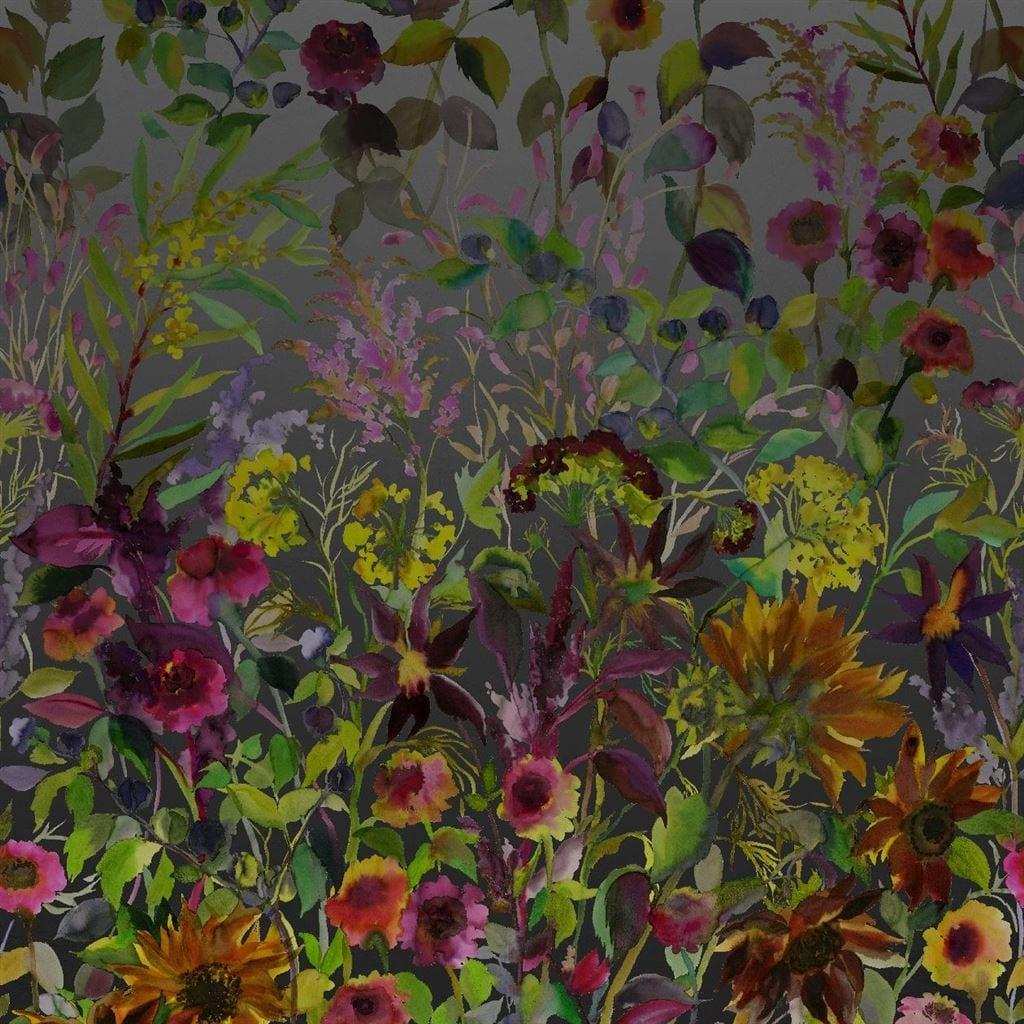 Indian sunflower is een prachtig behang met zonnenbloemen op een donkere achtergrond van Designers Guild.