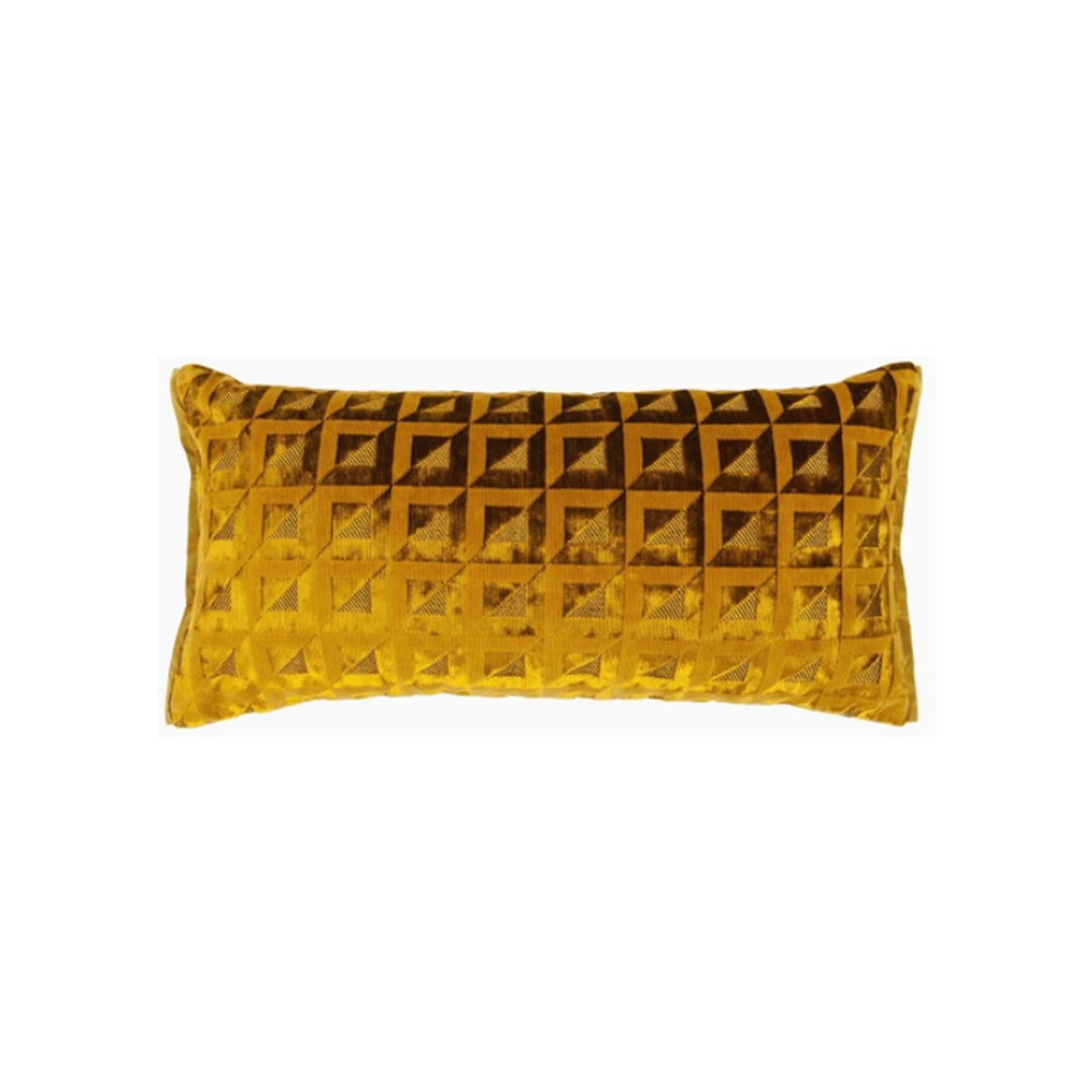 een oker gekleurd geometrisch kussen van designers guild