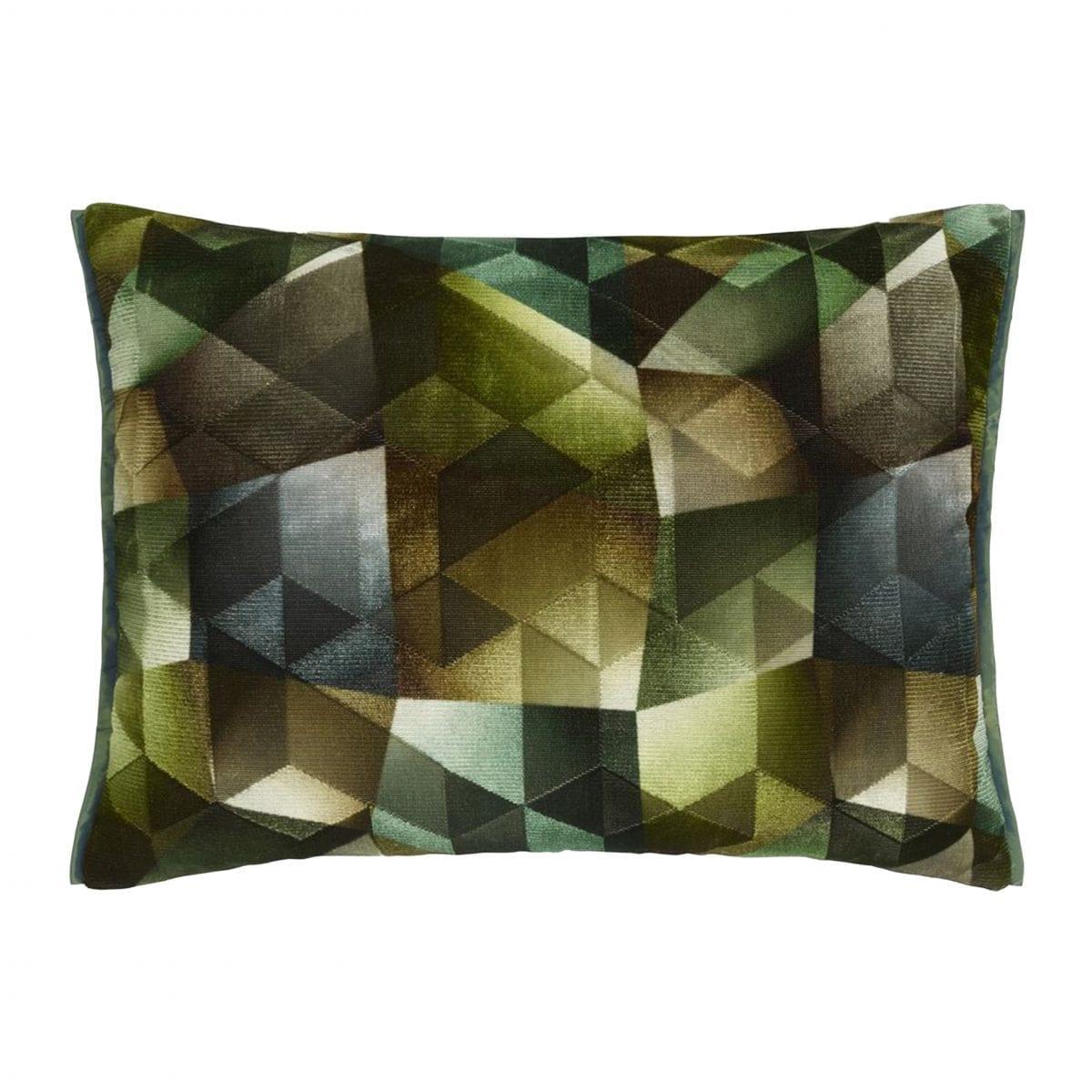Het prachtige kussen Maurier emerald, van Designers Guild