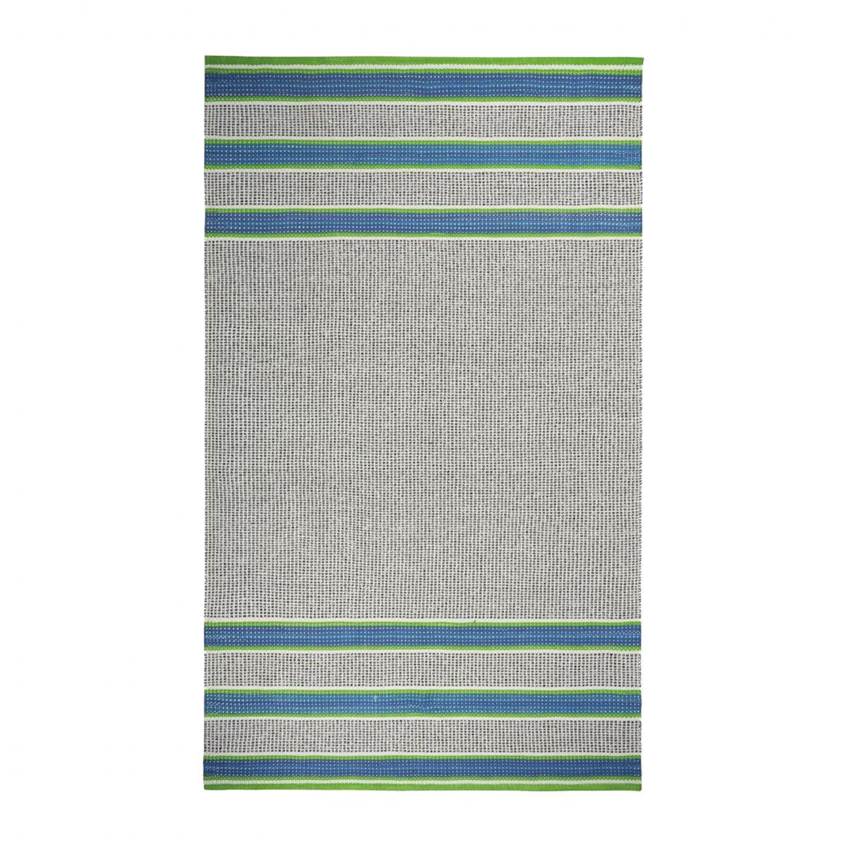 Buiten vloerkleed Pompano cobalt van Designers Guild, met horizontale blauwe en groene strepen