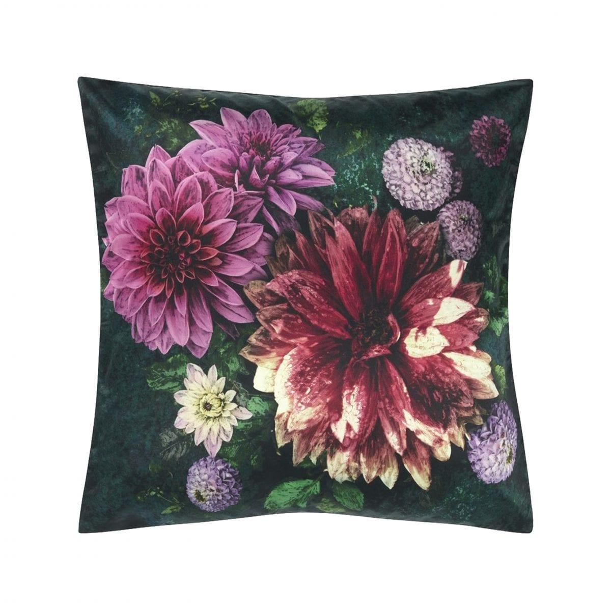 Prachtig bedrukt bloemenkussen, Dahlia noir fuchsia van Designers Guild.