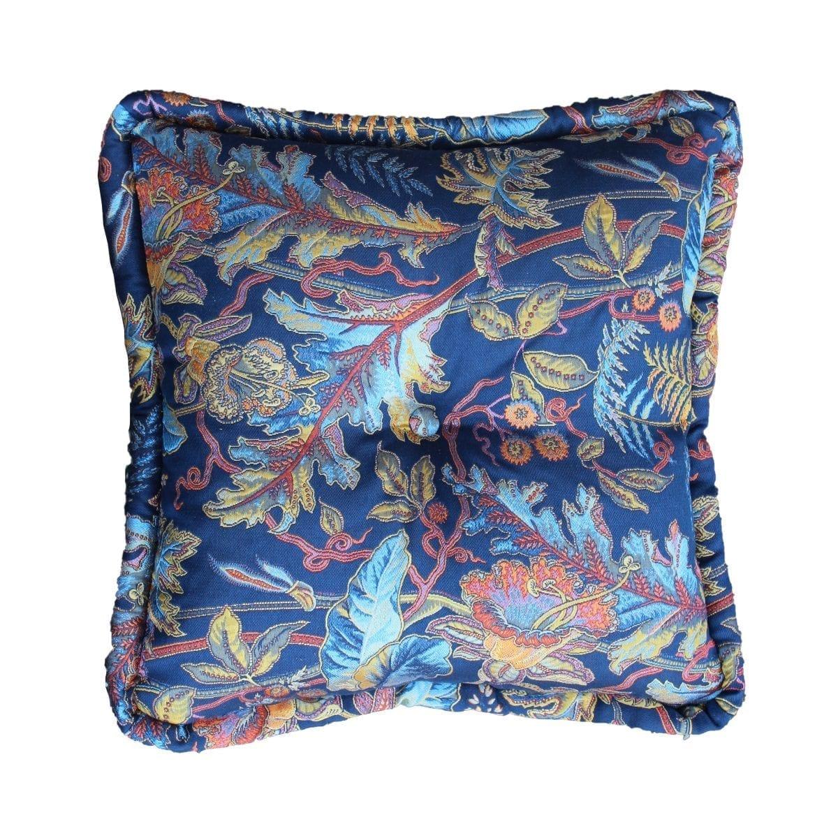 Een groot een flamboyant kussen in de stof Ortega blauw van Dutch Seating Company