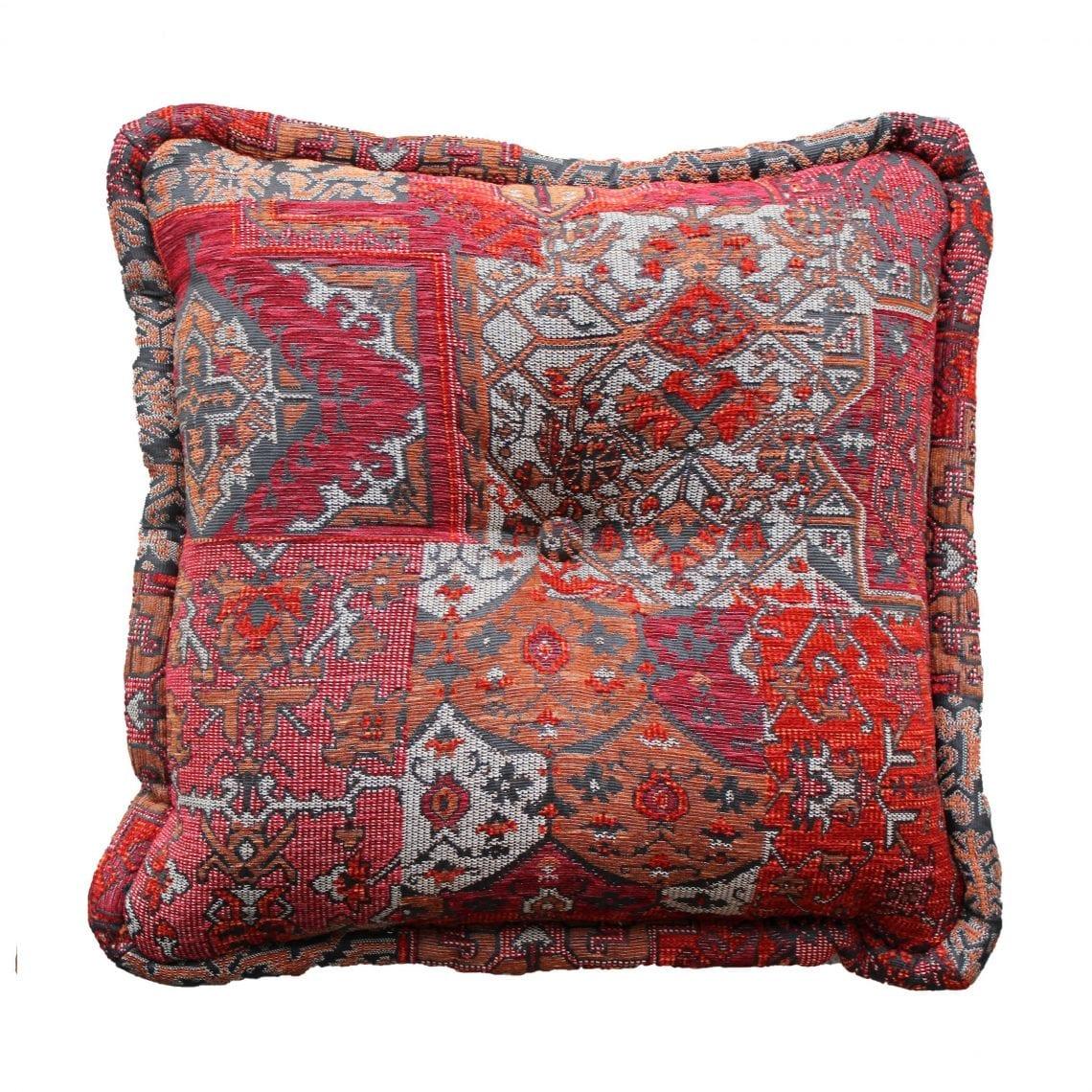 De Oosterse stof Setenta rood uit onze Casablanca collectie is zeer geschikt voor een groot kussen.