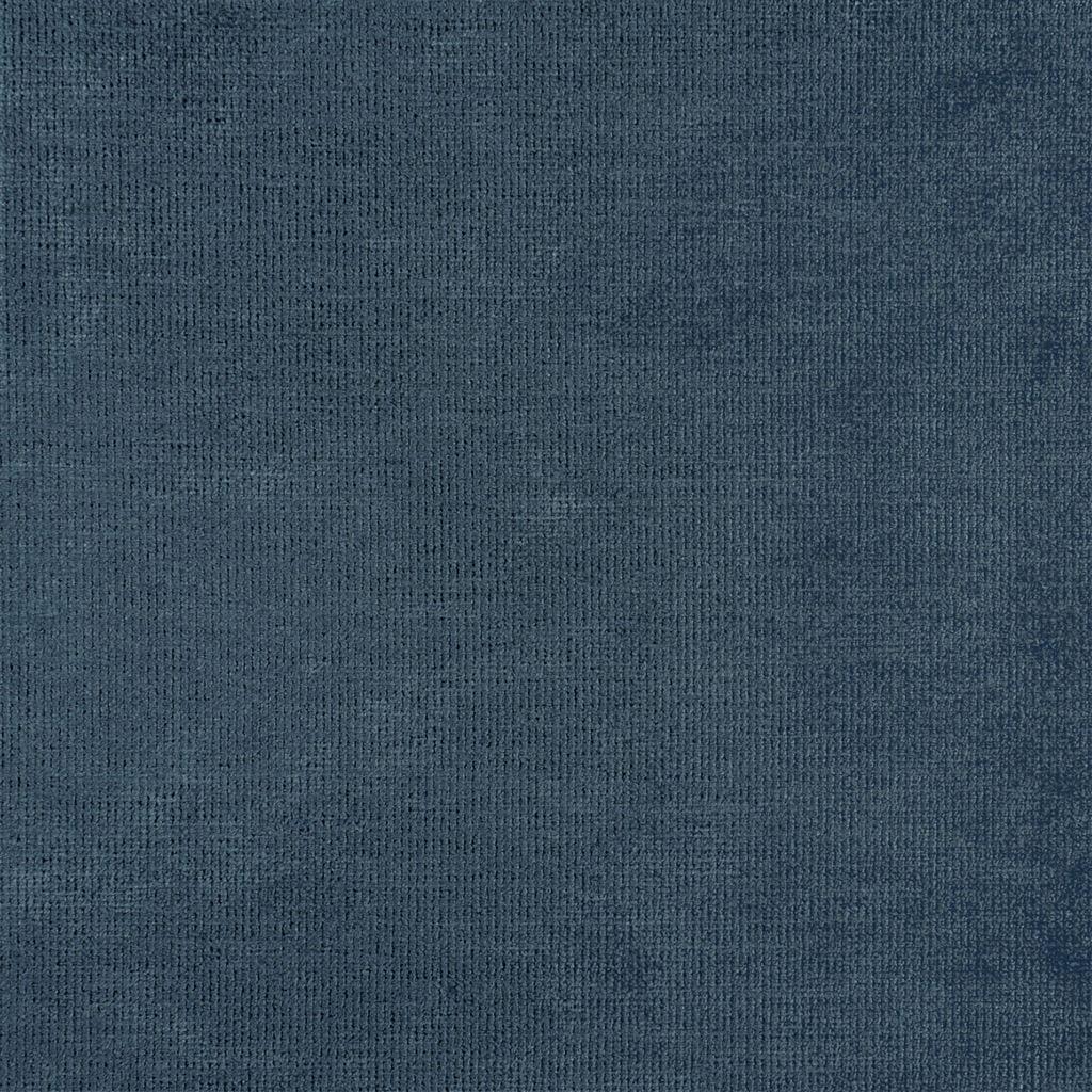 Een prachtige velvet easy clean stof van Designers Guild, Tarazona denim